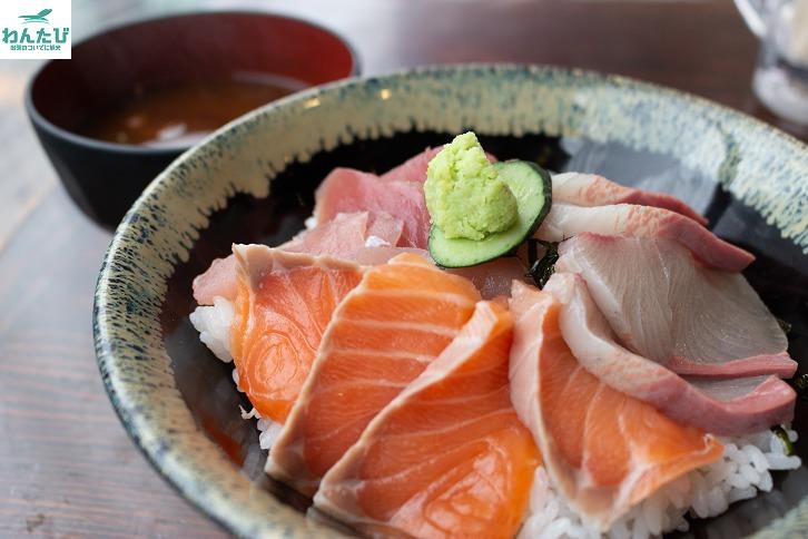 まぐろやの海鮮丼