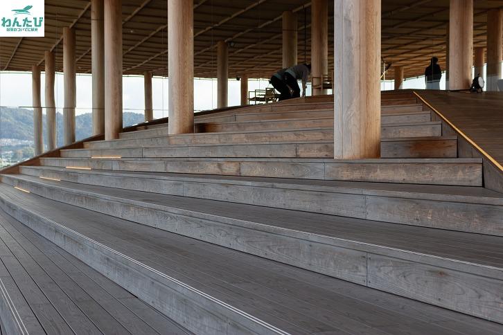 おりづるタワー階段